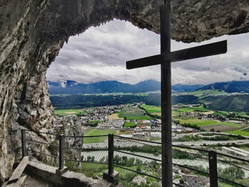 An der Martinswand klettern in Zirl, mit der Kaiser Max Grotte im Karwendel