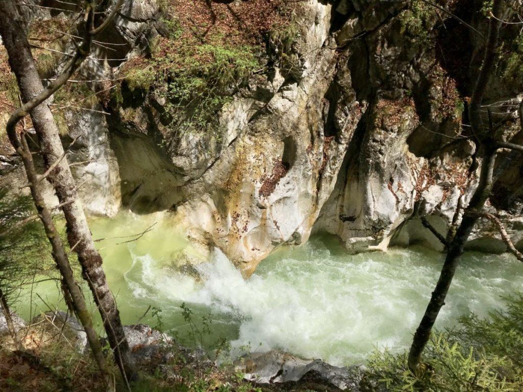 Kaiserklamm Tirol - ich mag das rauschende Wasser im Bachbett