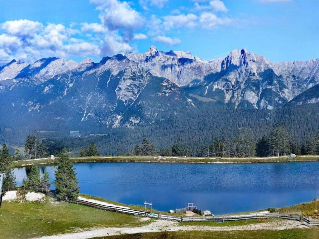Der Kaltwassersee Seefeld mit Blick auf das Wettersteingebirge