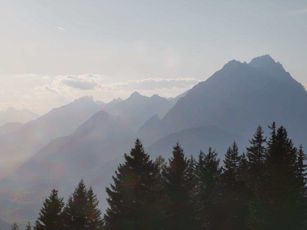 Genieß die Karwendel Berge auf deiner mehrtägigen Wanderung