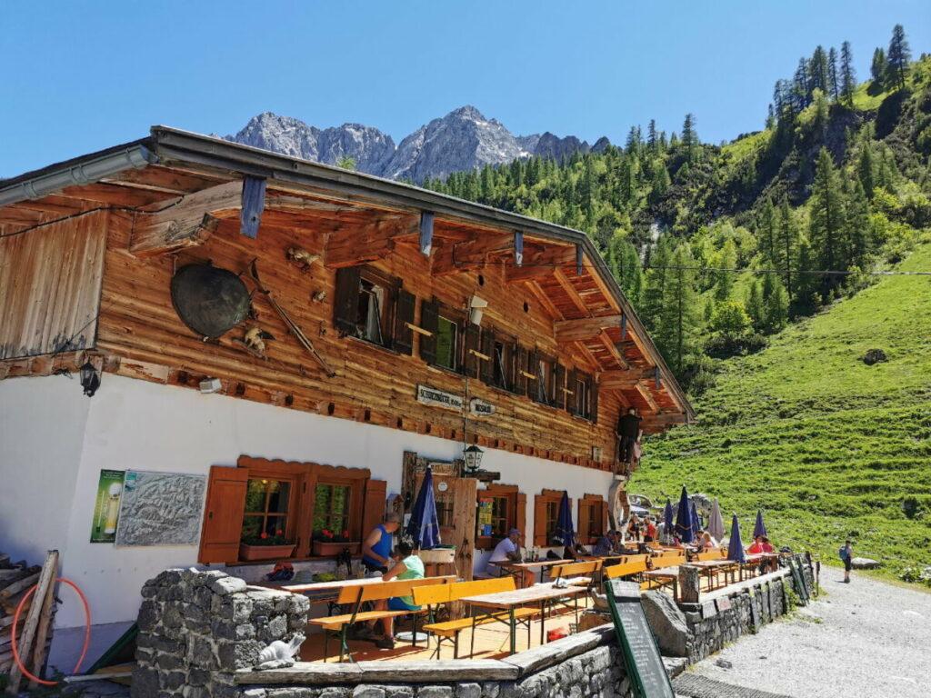 So schön kannst du im Karwendel wandern - die leichte Tour zur Binsalm