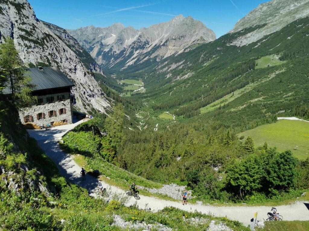 Karwendel wandern - zum einmalig gelegenen Karwendelhaus