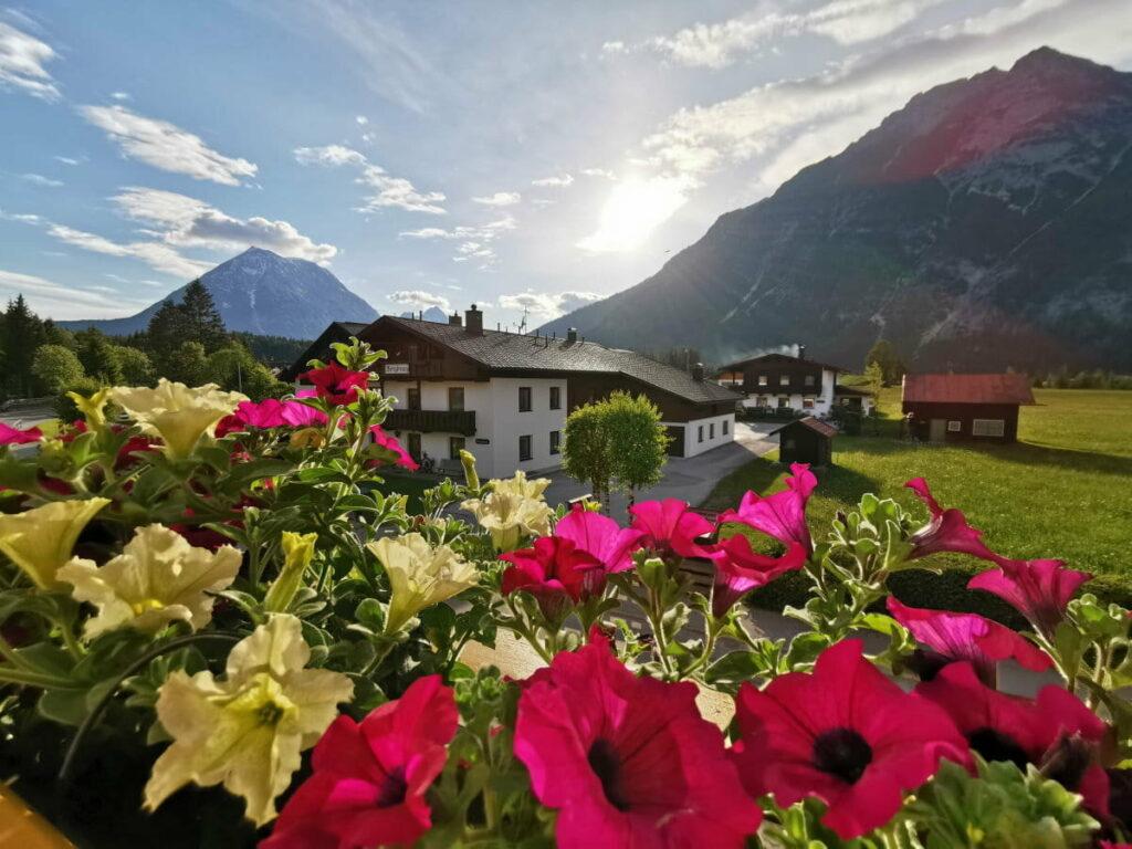Ferienwohnung Karwendel - das ist der traumhafte Ausblick aus der Ferienwohnung in der Leutasch
