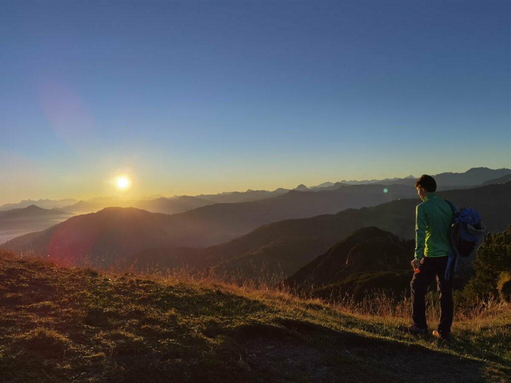 Traumhafter Sonnenaufgangswanderung über den Alpen