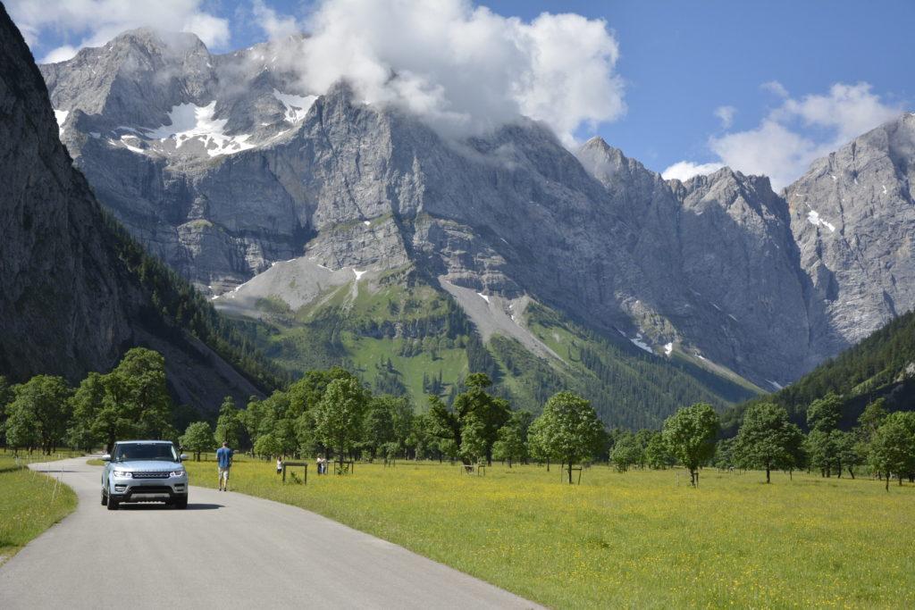 Mit diesem Panorama fährst du auf der Mautstraße Eng über den Großen Ahornboden