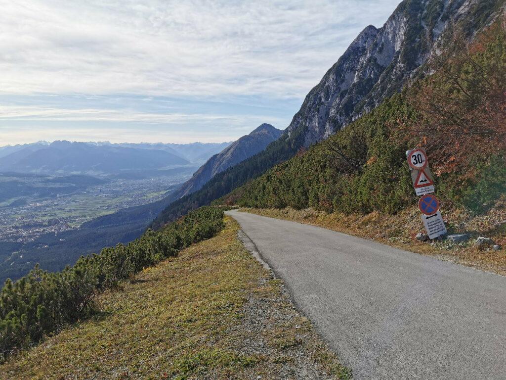 Mautstrasse Gnadenwald - hinauf ins Karwendel, mit Ausblick über das Inntal bis Innsbruck und Stubai