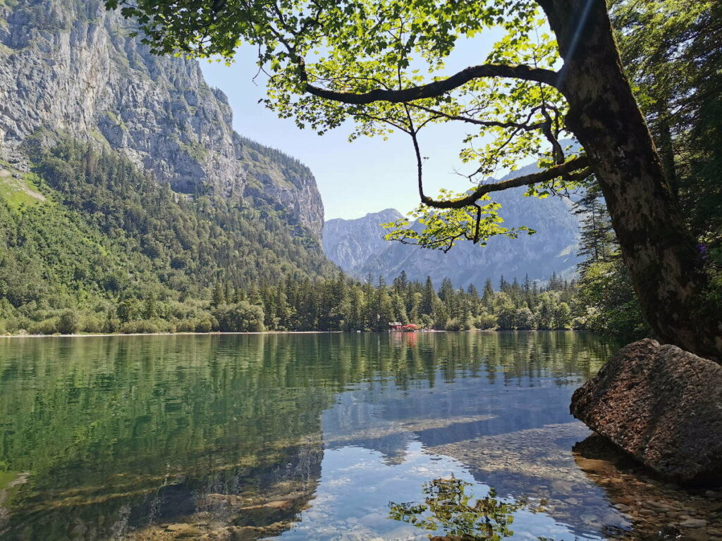 Einer der geheimen Seen in Österreich - der Leopoldsteinersee in der Steiermark