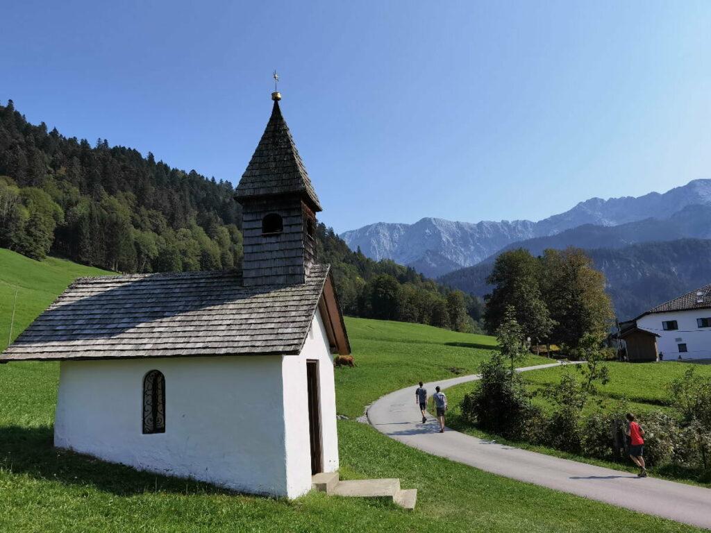 Oberhalb der Partnachklamm geht´s an dieser Kapelle zurück nach Garmisch Partenkirchen