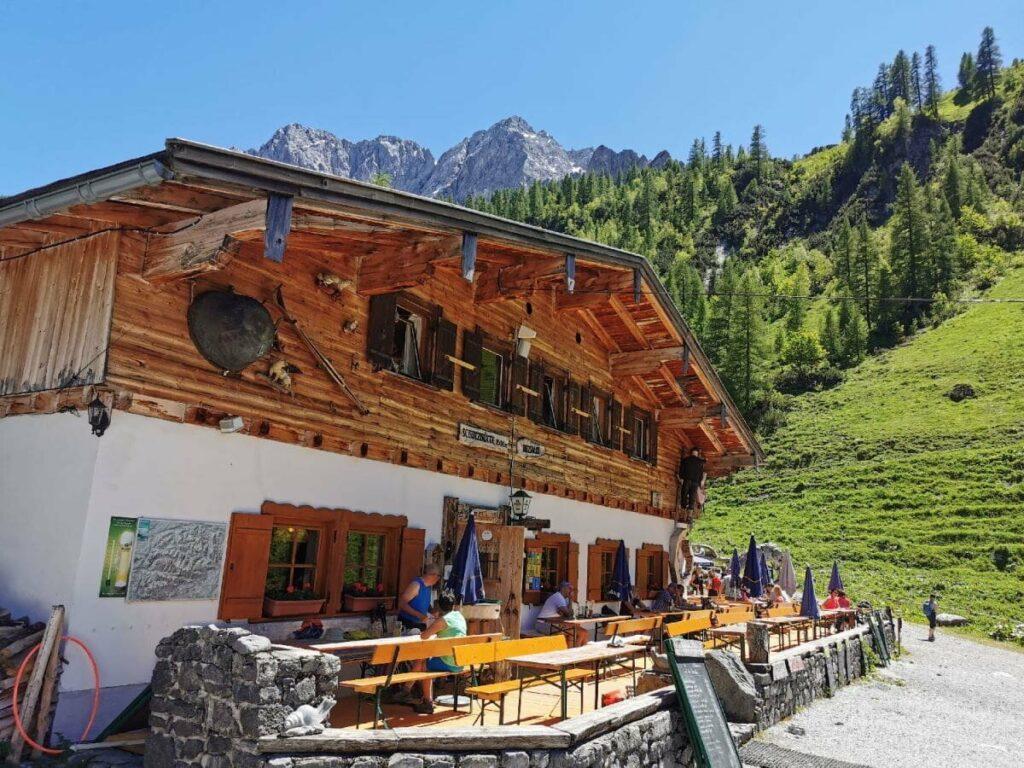 Träumst du auch von einer besonderen Feier auf dem Berg? Hier kannst du deine Partyhütte mieten.