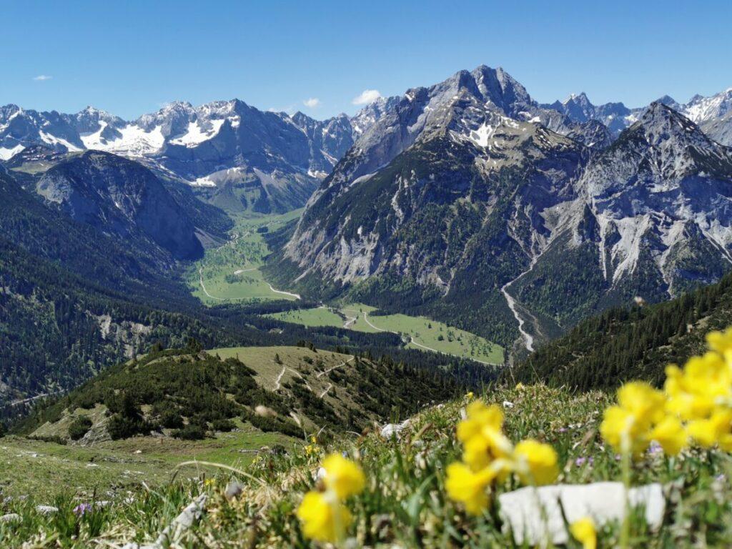 Für mich die schönste Plumsjoch Wanderung - mit Blick über den Ahornboden