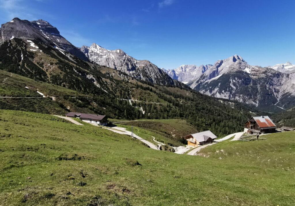 So schön liegt die Plumsjochhütte - trotz der wenigen Höhenmeter hast du einen Traumblick!