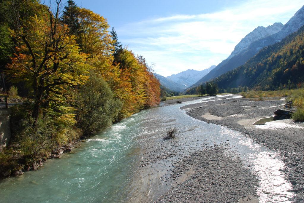 Herbsturlaub: Das Rißtal mit dem Rißbach vor dem Großen Ahornboden