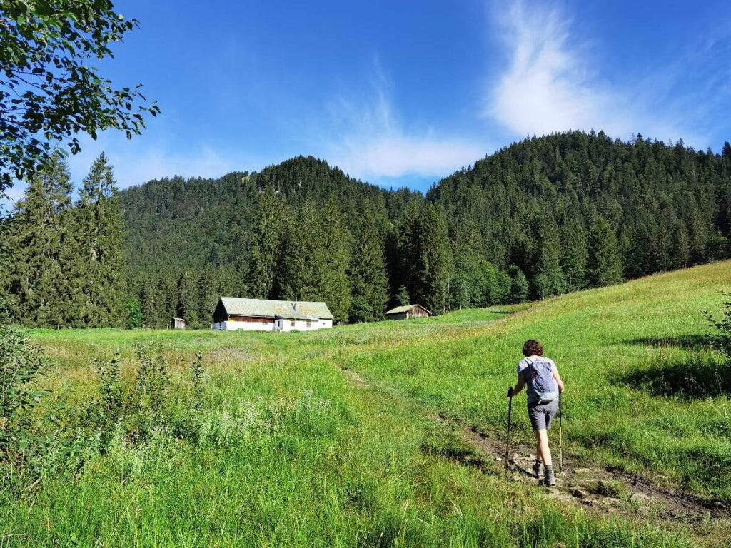 Die Röhrlmoosalm auf dem Wanderweg zur Tegernseer Hütte