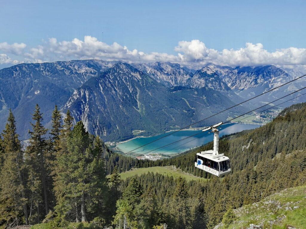 Ausblick von der Berggasthof Rofan Terrasse über Achensee und das Karwendel