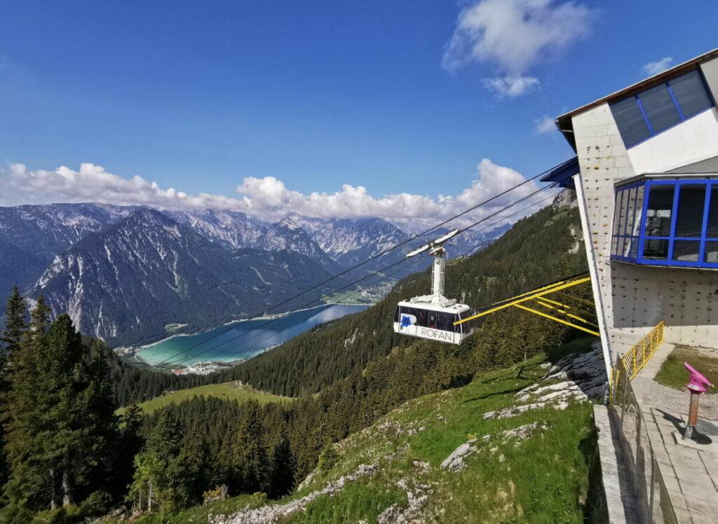 Das ist dein Ausblick oben - neben dem Berggasthof Rofan ist dieser Aussichtspunkt - samt Fernrohr