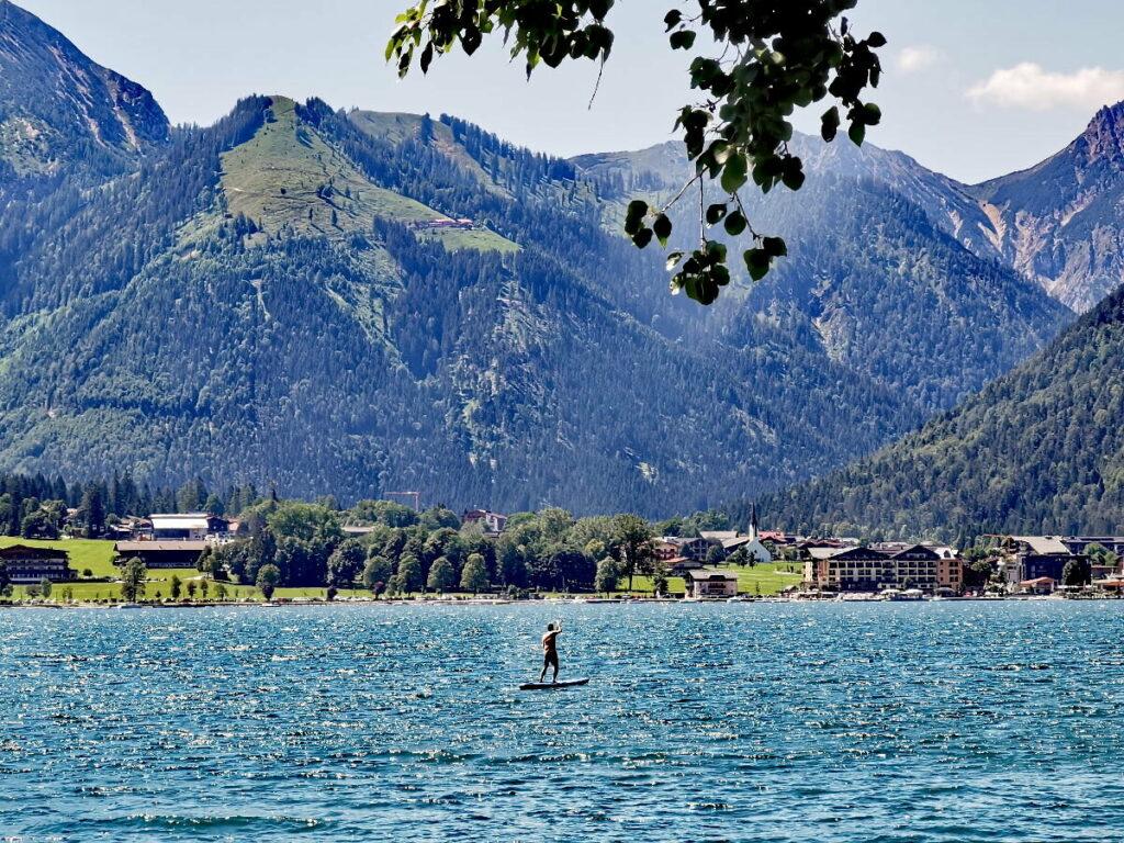 Entdecke den Achensee - beim Baden im kühlen Wasser oder SUP Achensee