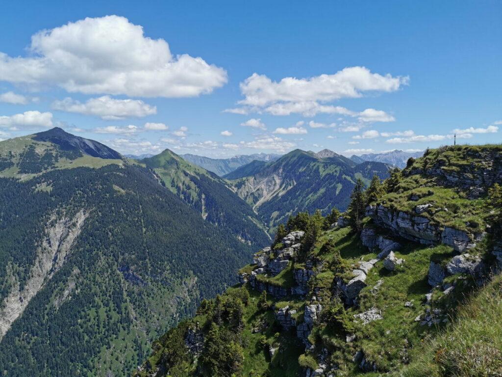 Scharfreuter wandern - links im Bild siehst du den bekannten Gipfel im Karwendel