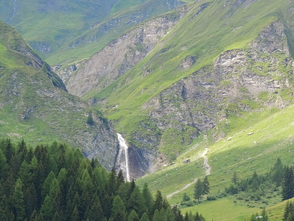 Blick auf den Schleierwasserfall Hintertux von oben