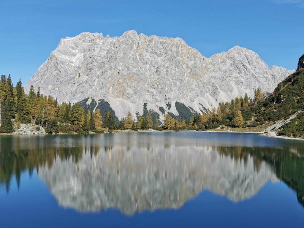 Gigantisches Panorama an diesem See in Österreich: Der Seebensee mit der Zugspitze