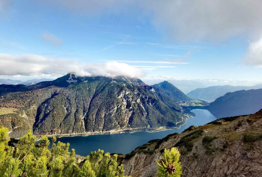 Echt einmalige Seen im Karwendel - hier der Blick auf den Achensee