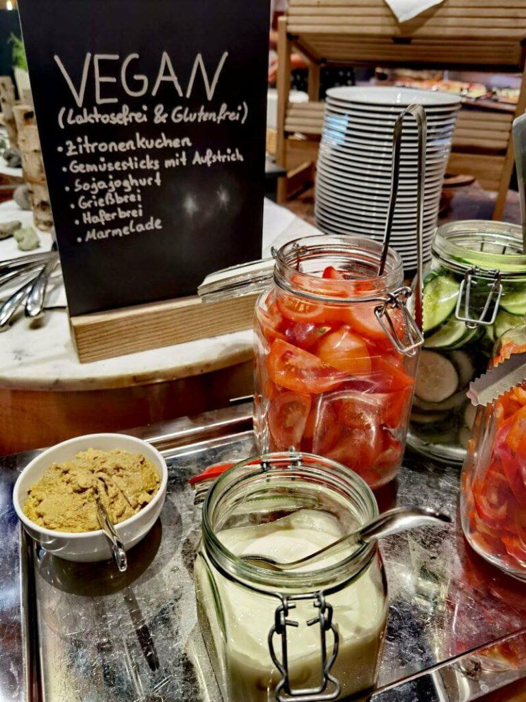 Du bekommst im Krumers Resort Seefeld auch veganes Essen zum Frühstück