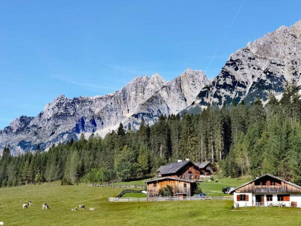 Seefeld Sommer mit urigen Hütten und Almen im Karwendel