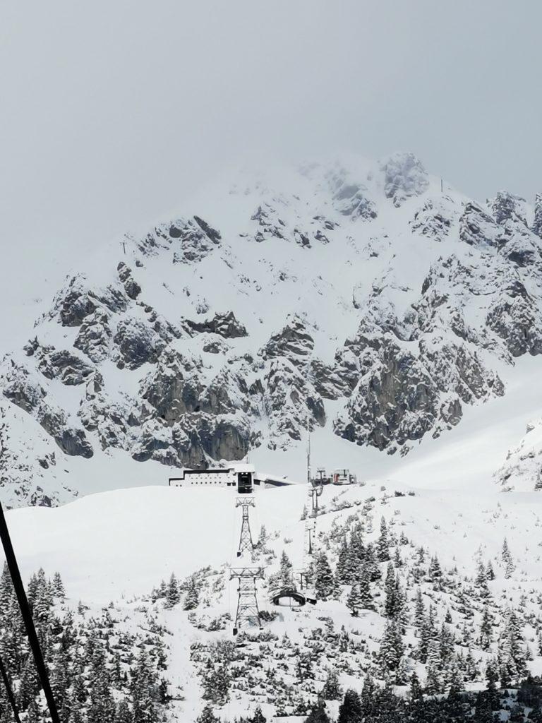 Ski Innsbruck - von der Altstadt mit der Bergbahn ins Karwendel