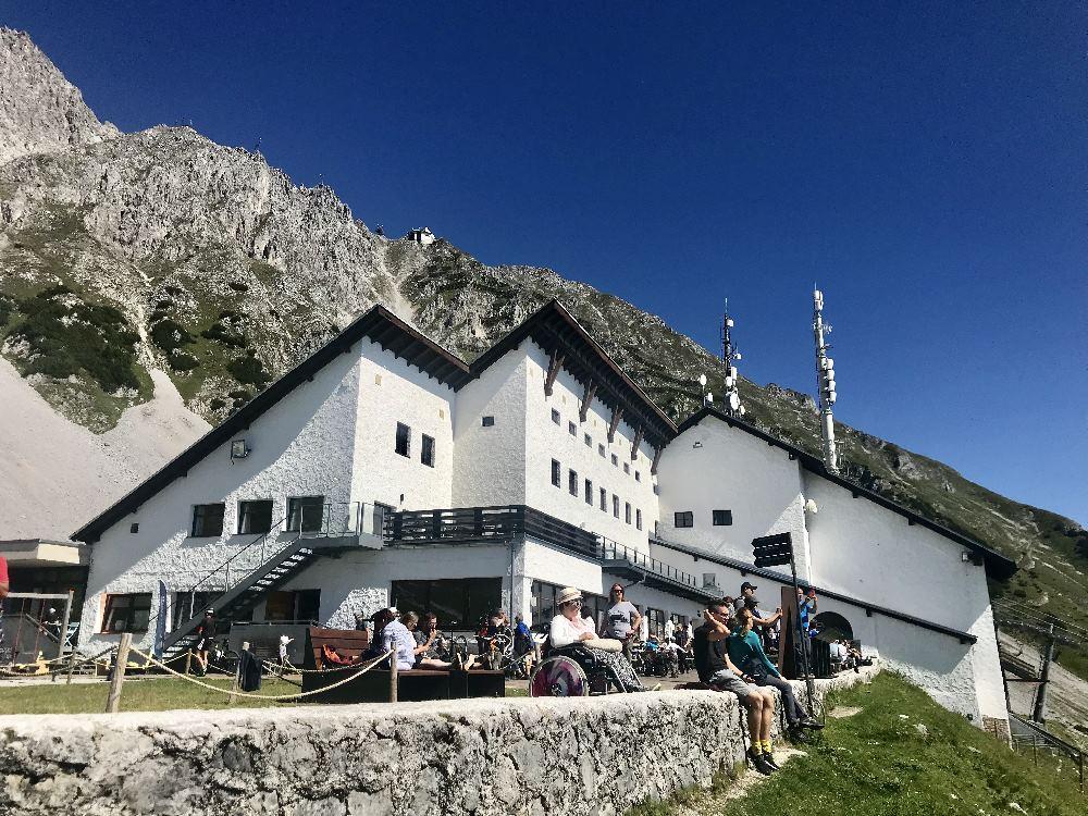 Das ist die Seegrube Innsbruck - mit dem Restaurant und der Aussichtsterrasse