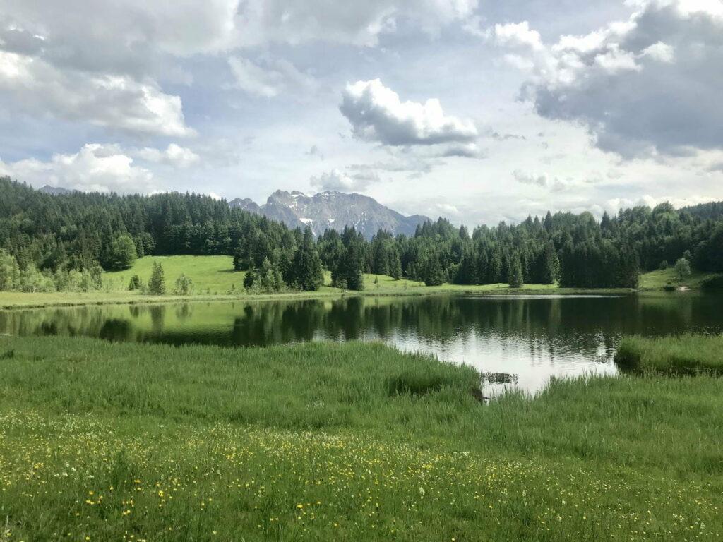 Auf einer Wanderung zu 3 besonderen Seen in Deutschland wandern - die 3-Seen Wanderung in Oberbayern