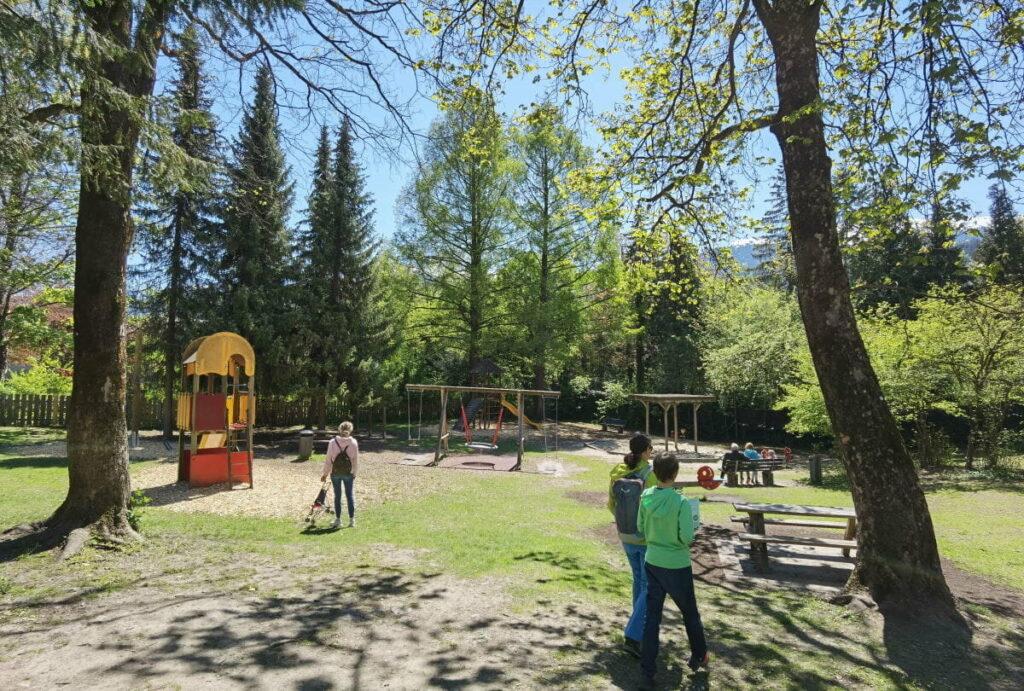 Mitten in der Rätselrallye: Kurze Pause am Spielplatz direkt in der Altstadt von Hall in Tirol
