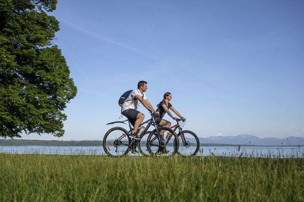 Super zum Radfahren - auf dem Radweg entlang des Sees,  Foto: Starnberg GmbH Peter von Felbert