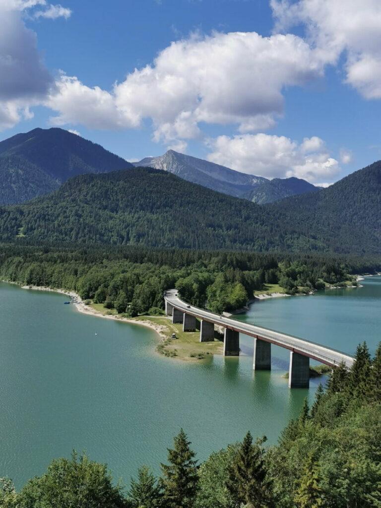 Das ist die bekannte Sylvensteinsee Brücke