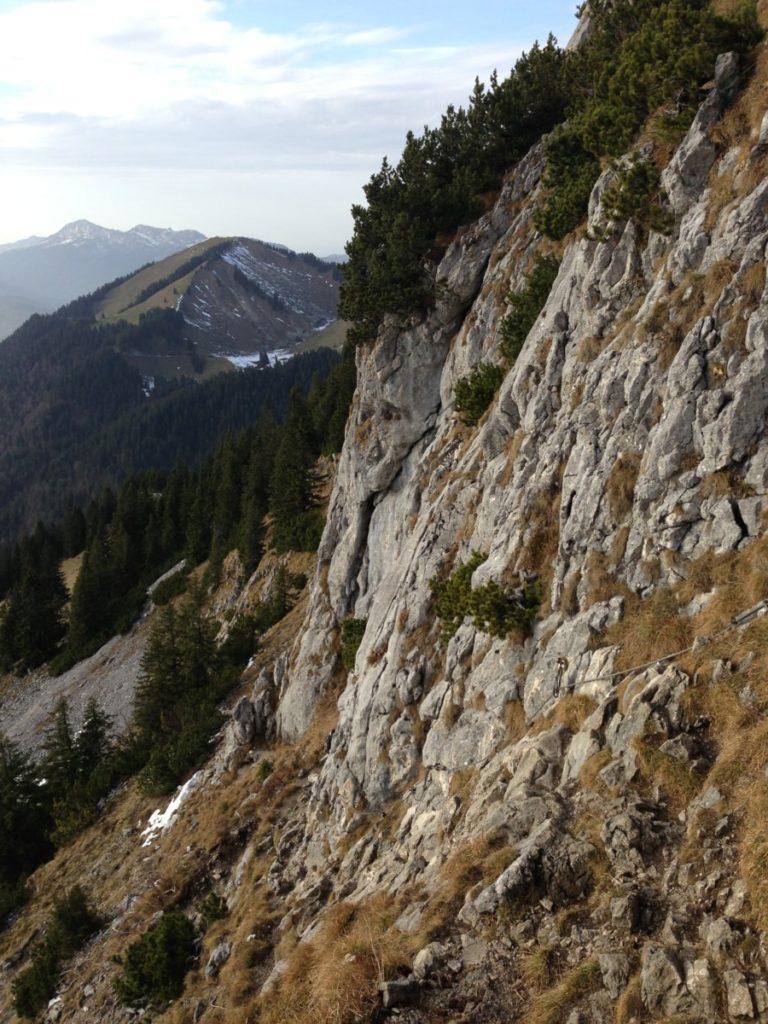 Die Tegernseer Hütte Wanderung hat oben mit Stahlseil versicherte Passagen