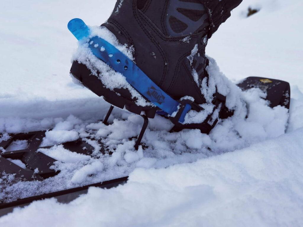 Steil bergauf im Schneeschuhe Test - die Tritthilfe ist super