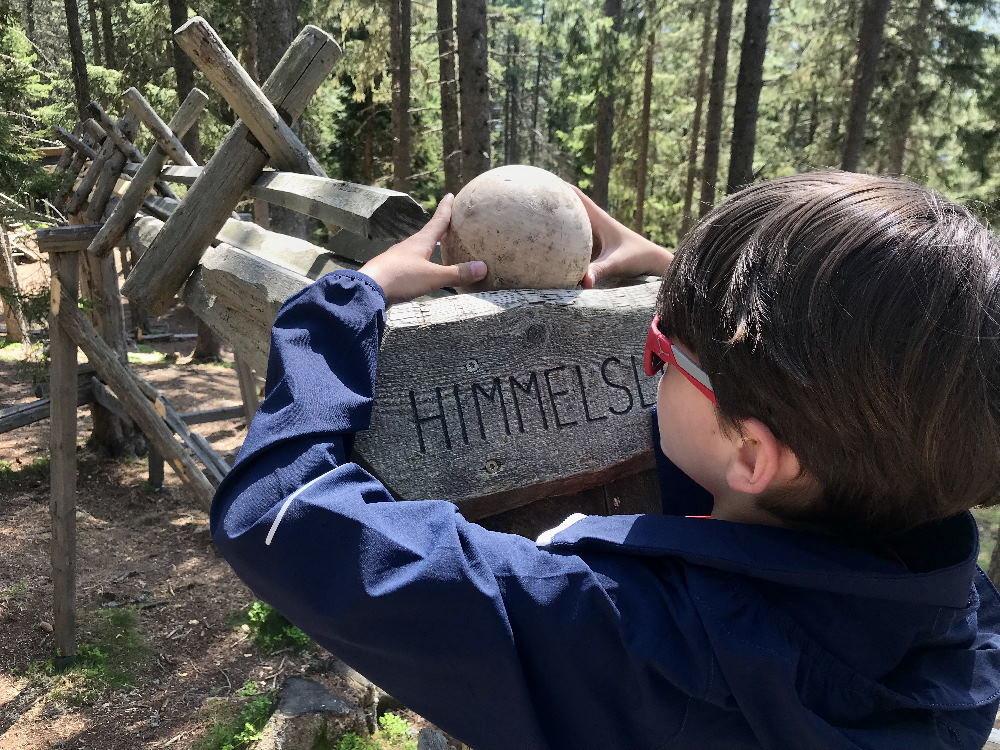 Tirol Sehenswürdigkeiten mit Kindern: Unser Besuch im Kugelwald
