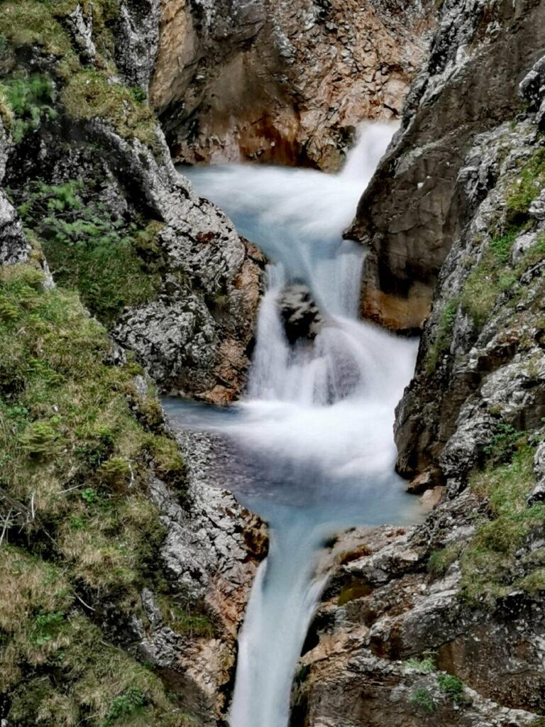 Die Wasserfall-Kaskaden des Torbach beim Jungfernsprung Hinterriss