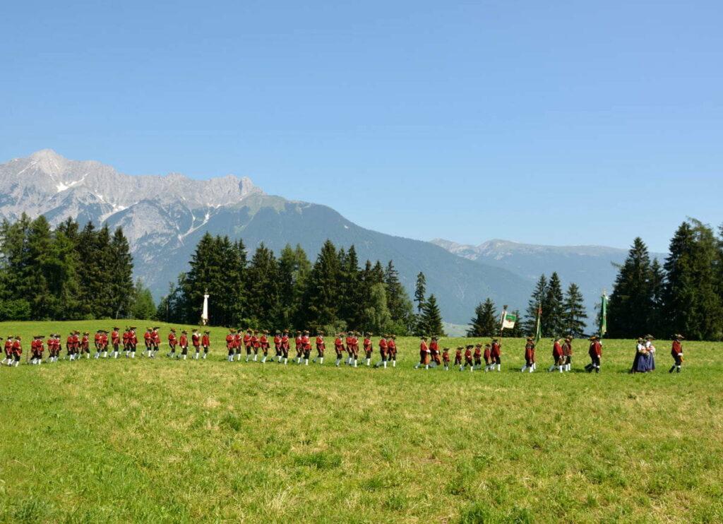 Traditionelle Veranstaltungen im Karwendel: Die Herz Jesu Prozession in Weerberg