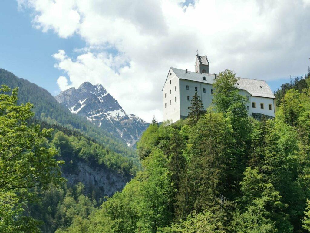 Eine der Attraktionen von Vomp - das Kloster St. Georgenberg im Karwendel