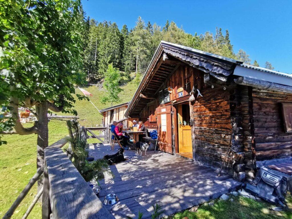 Die urige Waldhorbalm in Vomp - geheime Alm im Karwendel
