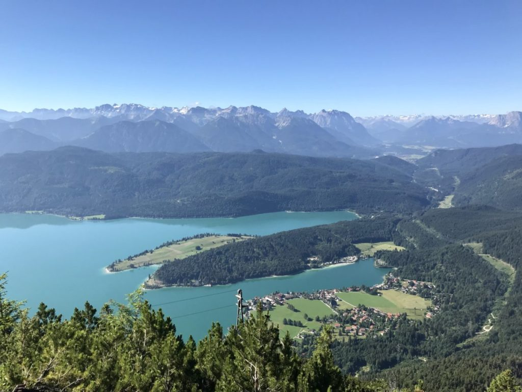 Walchensee Bayern - der Blick von oben auf die Halbinsel Zwergern