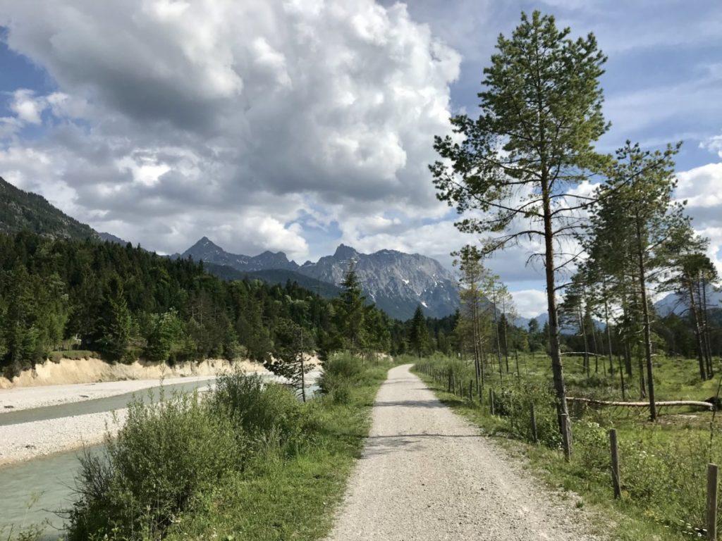 Wallgau wandern - entlang der Isar: Entweder Richtung Krün oder Richtung Vorderriß