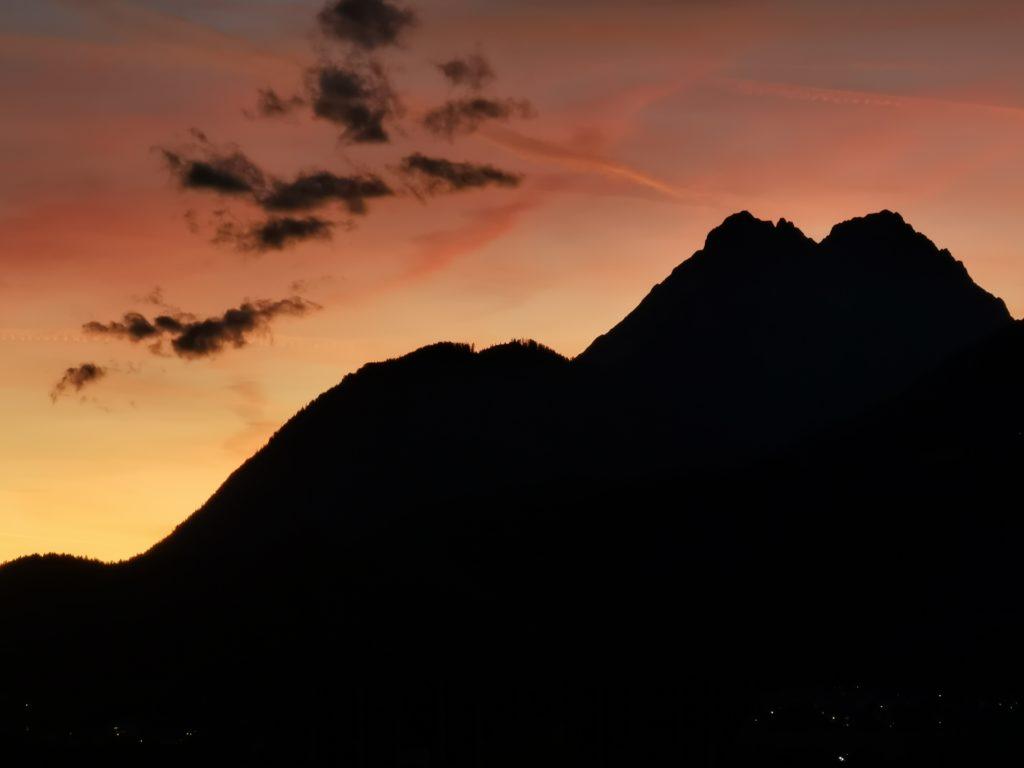 Wanderkarte kostenlos bestellen - und einmal so einen Sonnenuntergang in den Bergen erleben