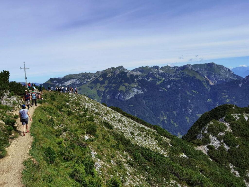 Die letzten Meter zum Bärenkopf Gipfel - mit Panoramablick auf das Rofan