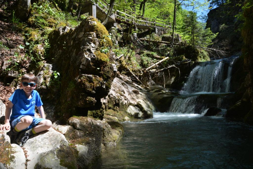 Zum Wasserfall am Tegernsee wandern mit Kindern