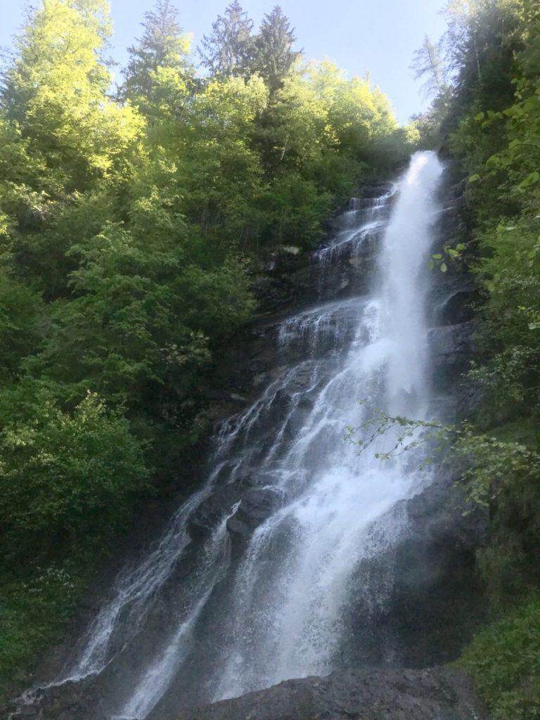 Das ist der größte Wasserfall von unten betrachtet