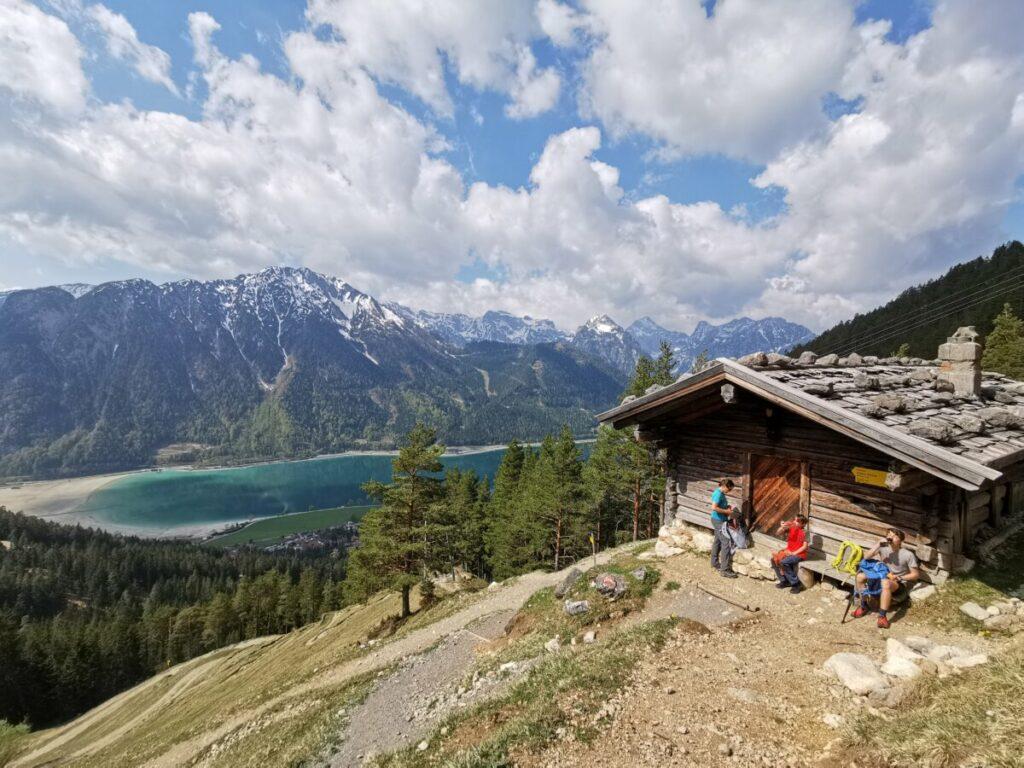 Vom Wasserfall zur Dalfazalm wandern - samt Blick auf den See und das Karwendel