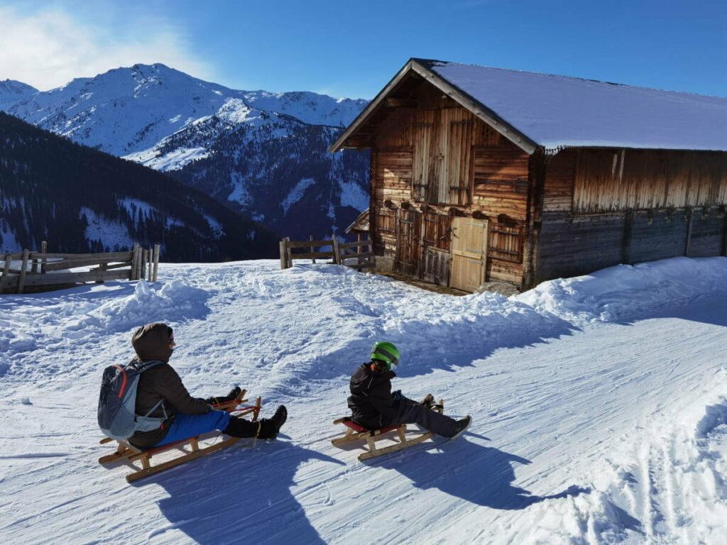 Den Winter im Karwendel mit Kindern genießen - wir lieben das Rodeln!