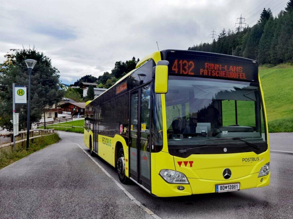 Der Zirbenweg Bus 4132 verkehrt zwischen den beiden Bergbahnen
