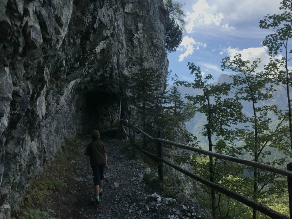 Spannende Zwölferkopf Wanderung auf dem Steig durch den Tunnel