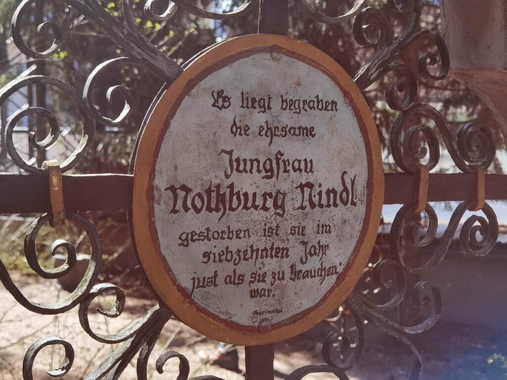 lustiger Friedhof Kramsach - die Grabinschriften sind teils derb - aber auch zum Schmunzeln